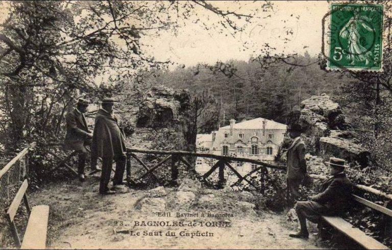 Une carte postale ancienne du saut du capucin